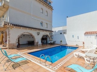 Blanes Villa Sleeps 8 with Pool Air Con and Free WiFi - 5509307