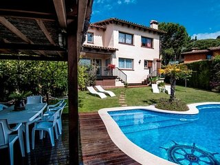 Cabrils Villa Sleeps 8 with Pool and Free WiFi - 5509161