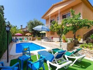Lloret de Mar Villa Sleeps 6 with Pool and Free WiFi - 5509593