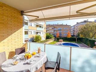 Tossa de Mar Apartment Sleeps 6 with Pool - 5509363