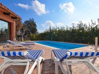 Santa Ceclina Villa Sleeps 14 with Pool Air Con and Free WiFi - 5512771