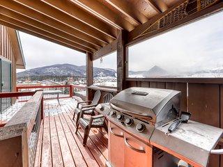 Beautiful home w/ deck & lovely mountain views - near lake & slopes!