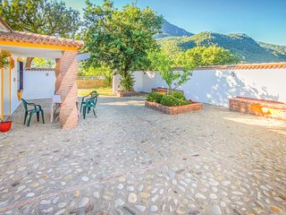 Nice home in Ubrique w/ WiFi and 5 Bedrooms (EAC263)