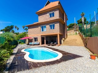 Lloret de Mar Villa Sleeps 10 with Pool and Free WiFi - 5509429