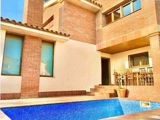 Villa Singular En Miami Playa Con Piscina Privada
