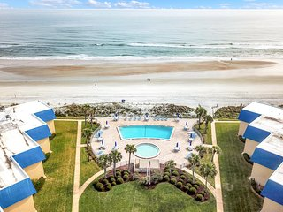 Oceanfront getaway w/ a shared pool - close to downtown St. Augustine