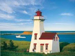 The Anchor 'n Plough is only a 5-minute drive to the New London Lighthouse and Yankee Hill Beach.