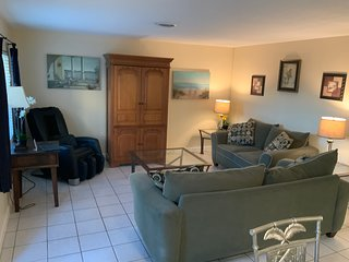 Beautiful 2/2 near Convention Center/Port/Las Olas and Beaches