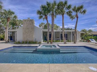 New Listing, Renovated Modern Ranch, Pool,/Spa, Private Back Yard, Low Profile K