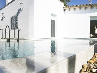 Beautiful house with private pool for 4 people