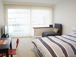 Bright studio in residential area close to park. Ideal for expats.