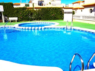3 Bedroom Villa / Wi-Fi / A/C / Communal Pool - Fully Gated / Playa Flamenca