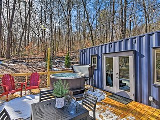 NEW! 'The Container at Camp Toccoa' Cozy Tiny Home