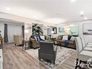 Comfortable Luxurious Home min to Beach w/Hottub