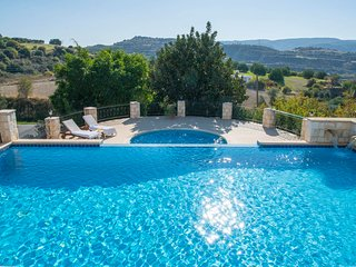 Skoulli Villa Sleeps 8 with Air Con and WiFi - 5827941