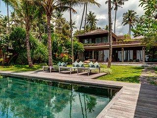 Simpangpasedahan Villa Sleeps 12 with Pool - 5806069