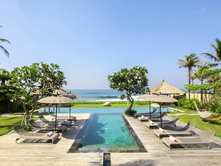 Seseh Villa Sleeps 10 with Pool and Air Con - 5669005