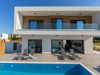 Pegeia Villa Sleeps 6 with Pool Air Con and WiFi - 5830654