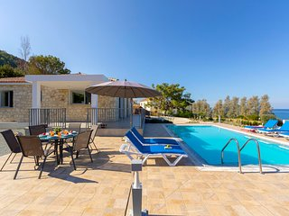 Pomos Villa Sleeps 6 with Pool Air Con and WiFi - 5820153