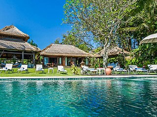 Seseh Villa Sleeps 12 with Pool and Air Con - 5669450
