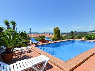 Blanes Villa Sleeps 7 with Pool - 5508940