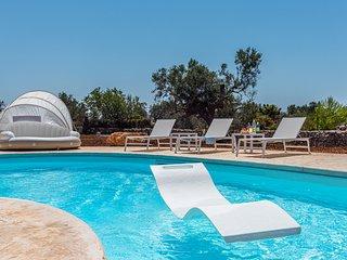 Villa Daleca - Beach villa with private pool in peaceful location