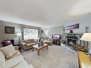 Year-Round Family Retreat with Game Room | Scenic Trails, 10 Mins to Slopes