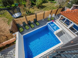 Holiday Home Chester with Pool and jaccuzi
