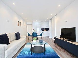 Savory Black Apartment, Sete Rios, Lisbon, !New!