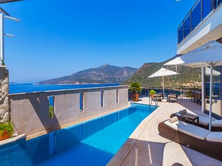 Kalamar Coast 5 bedroom villa with great views
