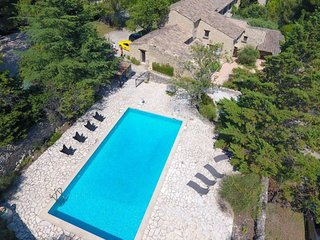 Saumane-de-Vaucluse Villa Sleeps 6 with Pool and WiFi - 5832209