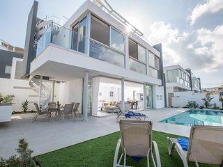 Blue Pearl 3, New 3 Bedroom villa in the center