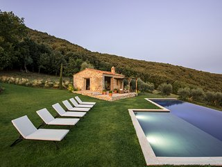 Palazzo Guglielmi Villa Sleeps 8 with Pool and Air Con - 5813905