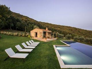 Palazzo Guglielmi Villa Sleeps 8 with Air Con - 5813905