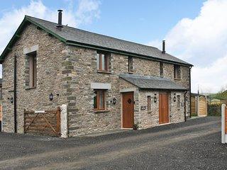 DINNY'S RETREAT, barn conversion, romantic base, woodburner, parking, garden