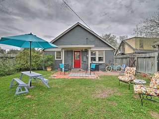 NEW! Cozy Corpus Christi Cottage - Walk to Beach!