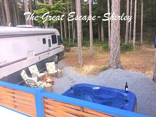 Welcome to 'The Great Escape - Shirley - with Secluded Hot Tub'