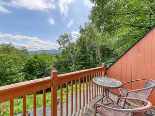 Mountain townhouse w/ private gas grill & deck - wonderful views!