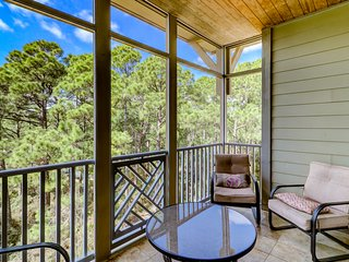 Seagrove retreat w/ screened-in porch - steps to the beach, bike everywhere!