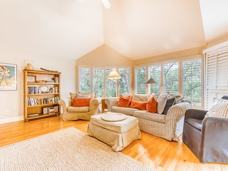 Dog-friendly villa w/ free WiFi, near kayak launch and community pool!