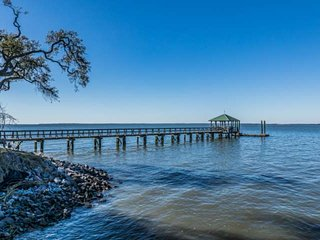Private lowcountry home ideal for families, walk to private beach and dock, Mins