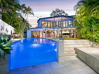 WATERFRONT 500m to Beach/Hastings St, Luxury Award Winning House