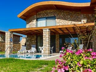 Lardos Villa Sleeps 6 with Pool and Air Con - 5831842
