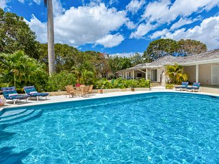 Molyneux Villa Sleeps 6 with Pool and Air Con - 5736969