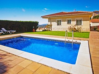 Lloret de Mar Villa Sleeps 6 with Pool and WiFi - 5827481