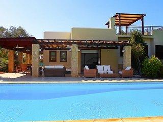 Kouklia Villa Sleeps 6 with Pool Air Con and WiFi - 5489258
