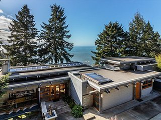 North Coast Sanctuary~Custom home w/ocean views, decks, terraces, & hot tub