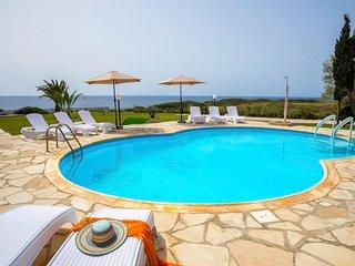 Pegeia Villa Sleeps 8 with Pool Air Con and WiFi - 5820347