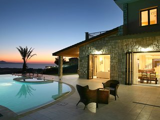 Argaka Villa Sleeps 10 with Pool Air Con and WiFi - 5585475