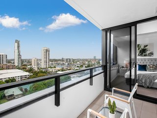 Designer Apartment in the Heart of Surfers